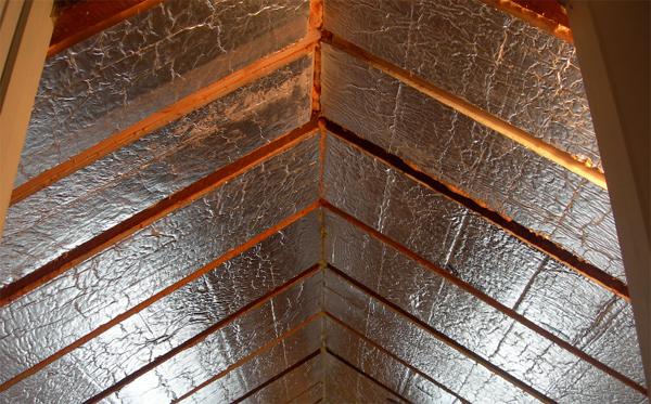 Чем утеплить потолок в частном доме снаружи своими руками